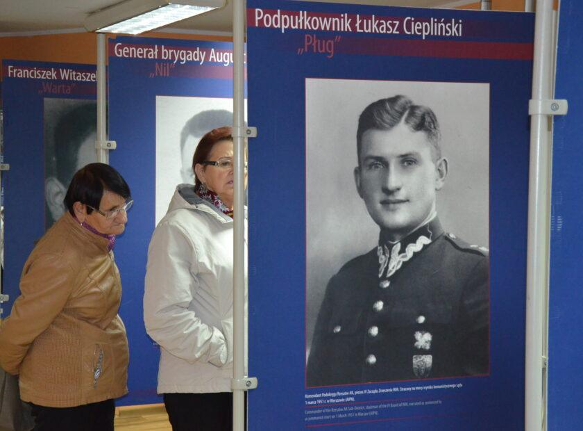 Zdjecie przedstawia wystawę Izby regionalnej
