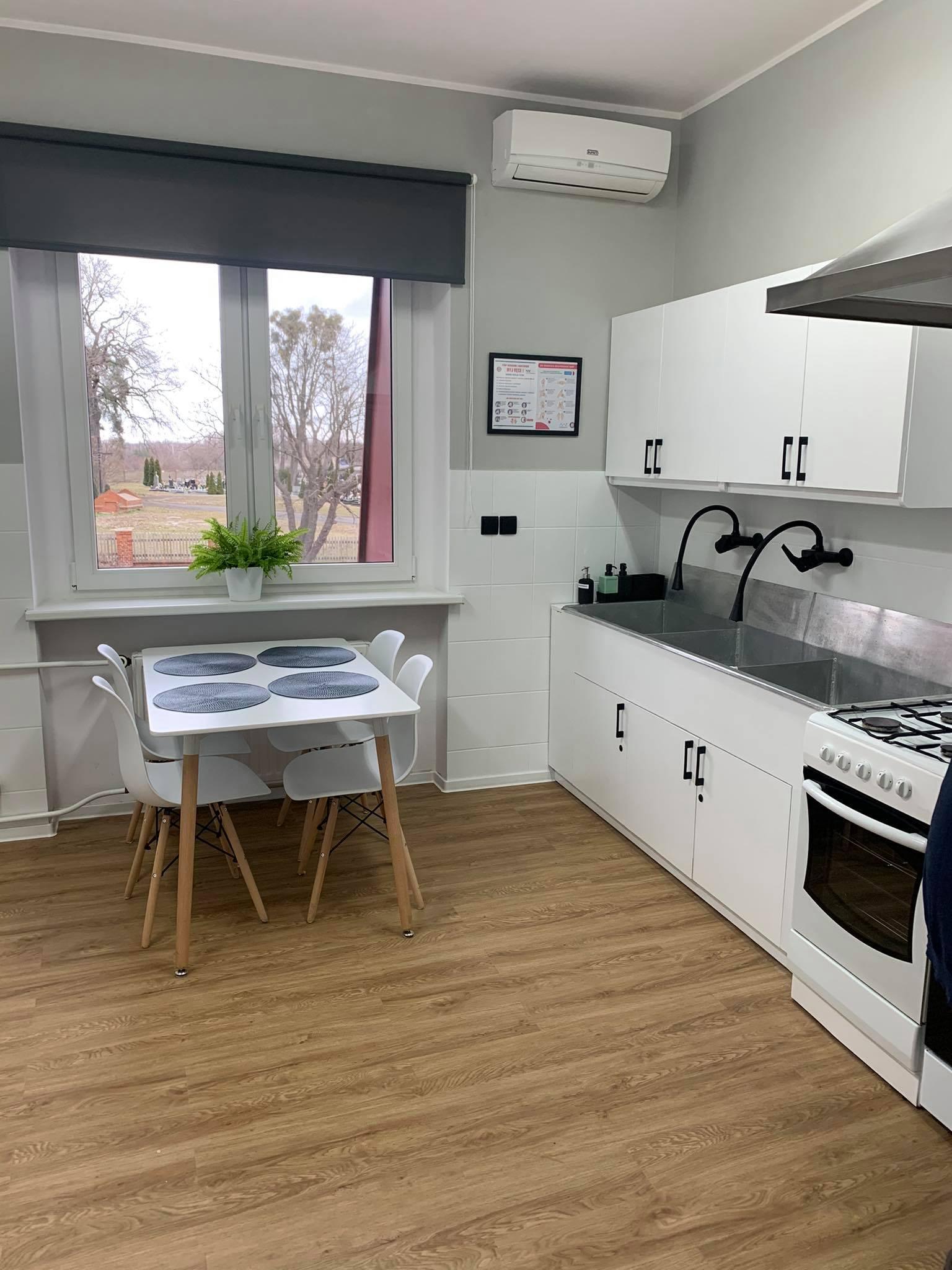 obraz przedstawia kuchnię